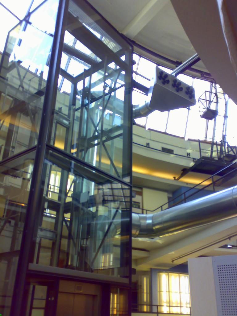 Gebouwen rotterdam liftschacht oude bouwcentrum wonen for Woonaccessoires rotterdam