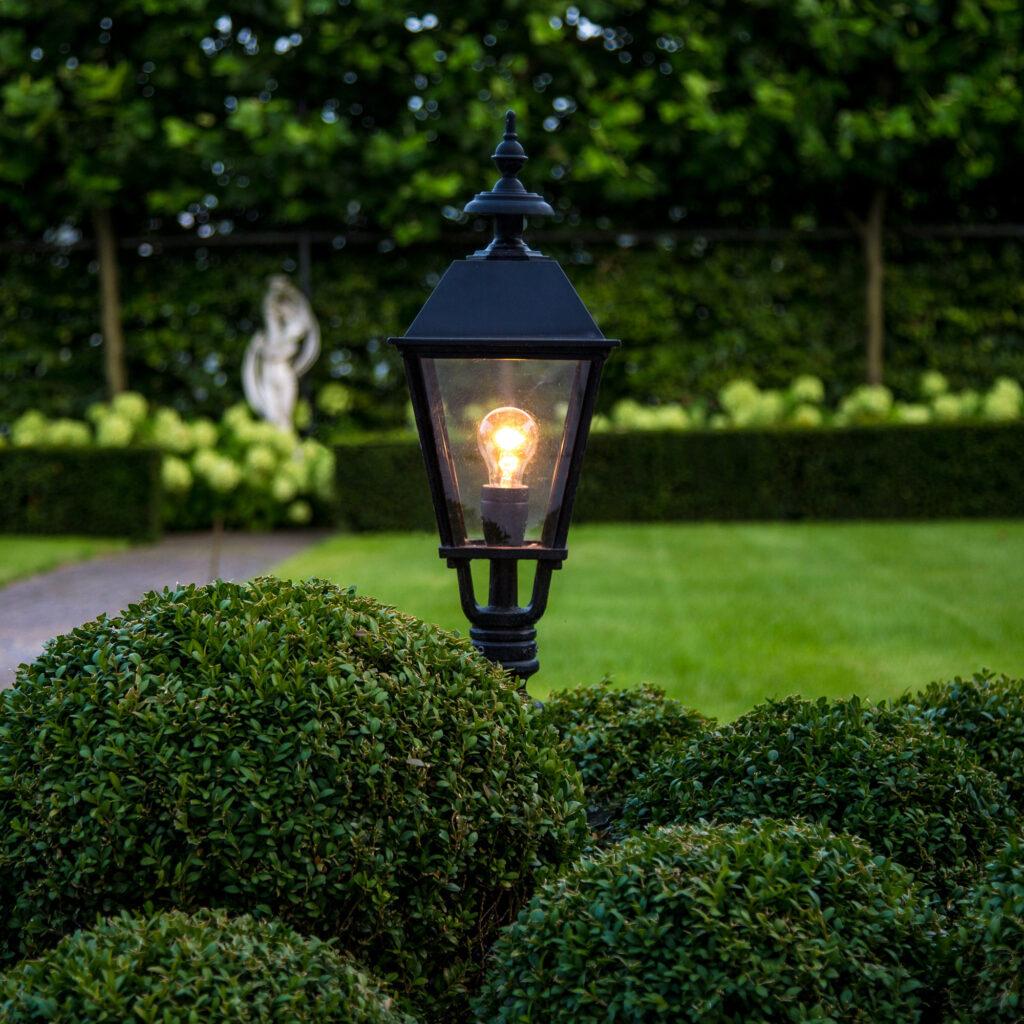Lantaarnpaal, klassieke tuinverlichting. Foto: Nostalux